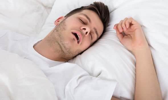 Heart-attack-Snoring-is-a-sign-1956404